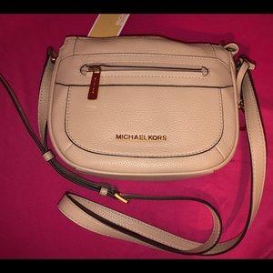 "NWT. Michael Kors JULIA ""MD messenger"" handbag"